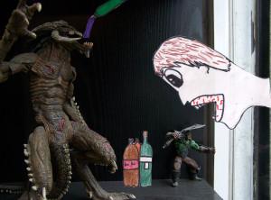 Àngel Chamón treballa, amb l'estètica del còmic, la confrontació d'uns monstres que es troben amb un personatge que els escridassa dins d'una botiga.