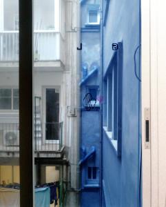 Aurora Sanz, en un fotomuntatge de dues imatges (una part de dia i una altra de nit), reflexiona sobre temps des d'un lloc privat.
