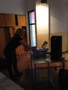 La Bea fent de DJ amb la nostra tria de cançons