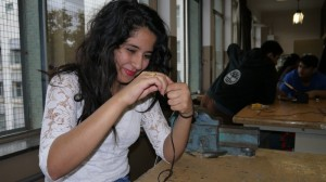 La Yasmina talla el cable del micro.