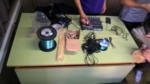 Aqui hi ha materials que necessiten per fer el son de la música